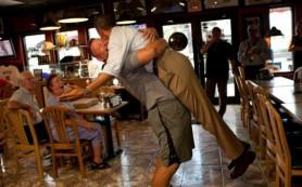 Владелец пиццерии, который обнял Обаму, стал жертвой атак интернет-троллей