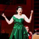 Оперных певиц «заставили» издавать звуки старых модемов при подключении к сети